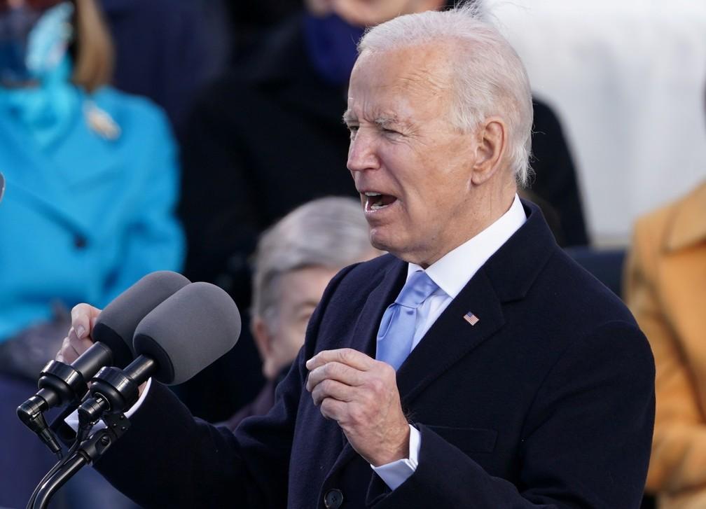 O presidente dos EUA, Joe Biden, fala durante sua posse como 46º presidente dos Estados Unidos na Frente Oeste do Capitólio dos EUA, em Washington, nesta quarta (20) — Foto: Kevin Lamarque/Reuters
