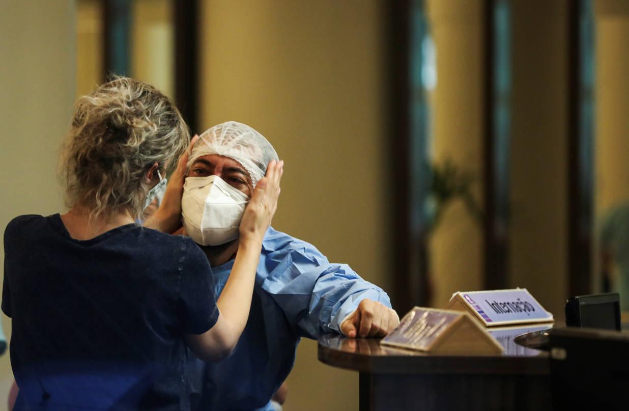"""Mais grave e letal entre jovens: médicos relatam """"nova"""" covid no AM"""