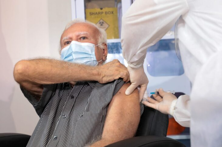 Médico Joaquim Vaz, 76 anos, foi o primeiro a ser imunizado no Piauí| FOTO: Jorge Bastos