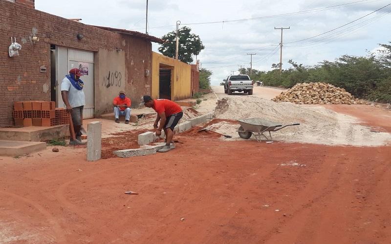 Município atende moradores da Avenida Pedro Ivo com calçamento  - Imagem 9