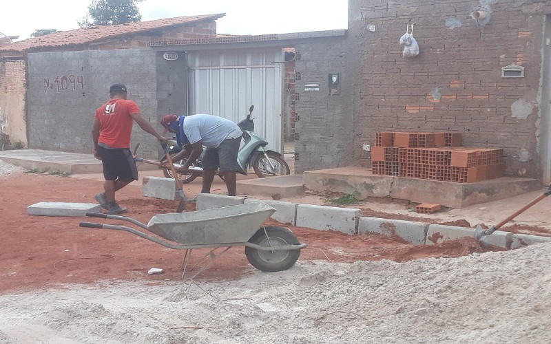 Município atende moradores da Avenida Pedro Ivo com calçamento  - Imagem 2