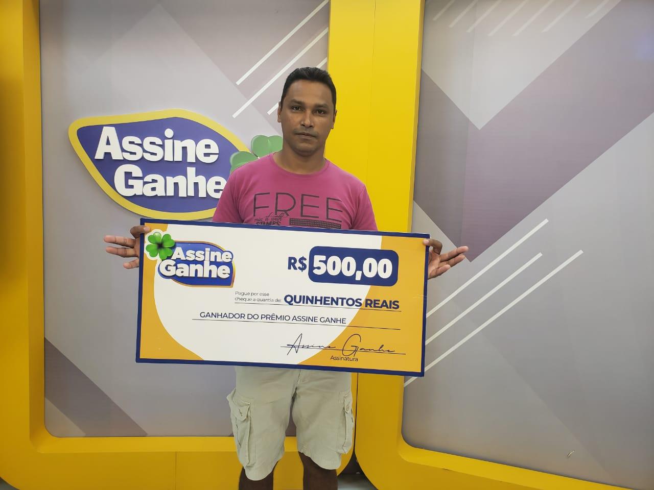 Josuel Rodrigues Costa recebeu seu prêmio na sede do GMNC