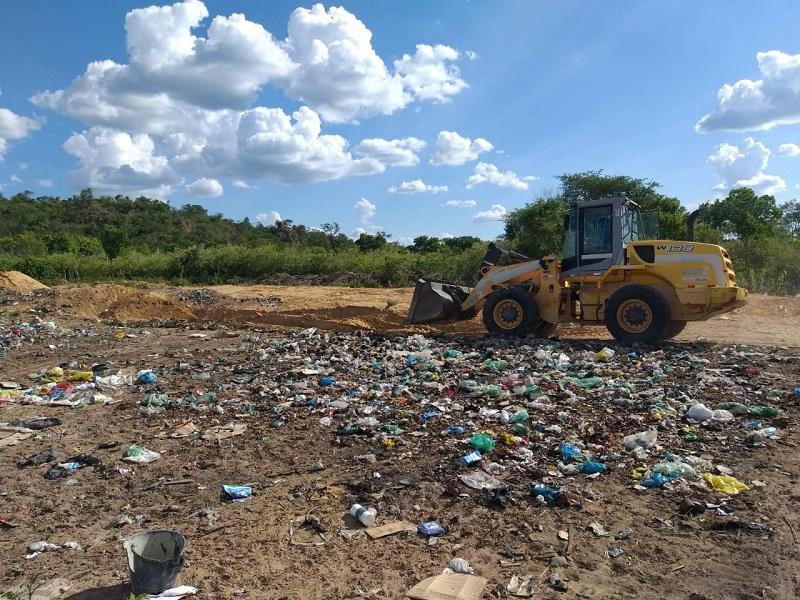 Milton Brandão: Município cercará novamente área de depósito do lixo recolhido na cidade - Imagem 6