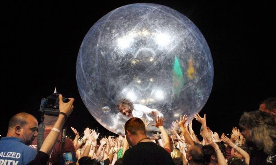 Apresentação do Flaming Lips teve bolhas para o público e para os músicos Foto: FLAMING LIPS