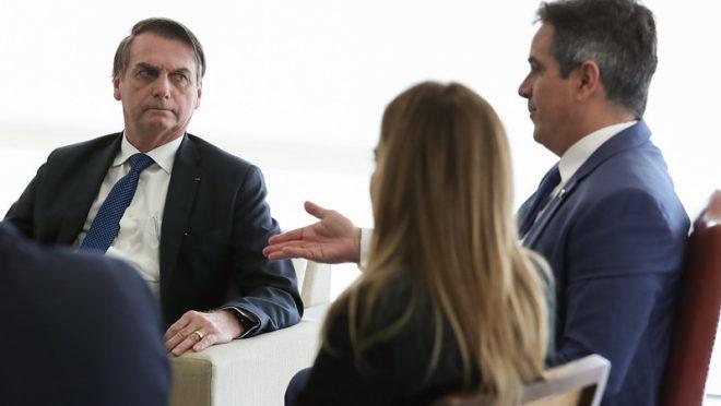 O presidente Jair Bolsonaro e os senadores Ciro Nogueira (PP-PI) e Daniella Ribeiro (PP-PB)| Foto: Marcos Correa