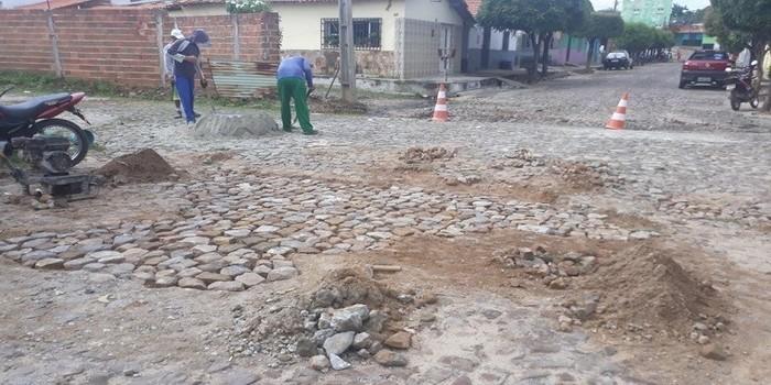 Município realiza serviço de tampa buracos em toda cidade