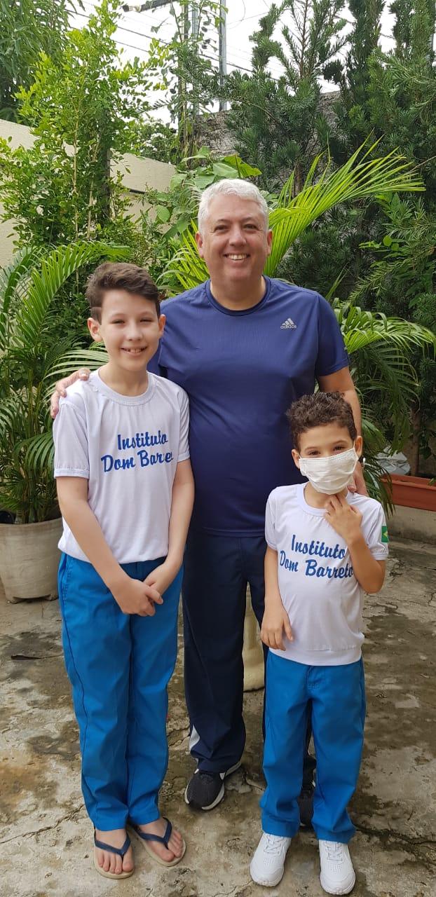 Julinho com o pai, Júlio César Vasconcelos e o irmão, Miguel