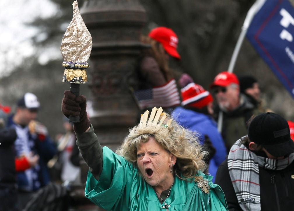 Apoiadores de Donald Trump invadem Congresso dos EUA - Imagem 1