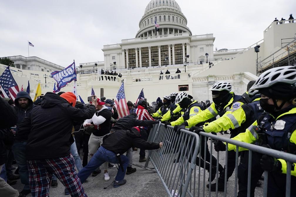 Manifestantes pró-Trump invadem Congresso dos EUA Manuel Balce Ceneta/AP