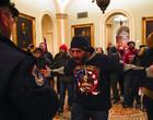 Apoiadores de Donald Trump invadem Congresso dos EUA