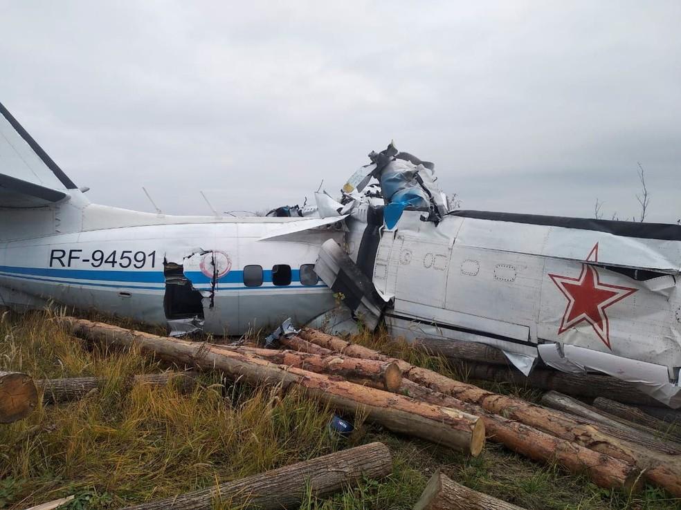 Avião cai na cidade de Menzelinsk  Foto: Ministério das Emergencia da Rússia