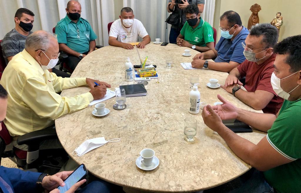 Dr Pessoa se reúne com representantes dos trabalhadores (Foto: Ascom Dudu)
