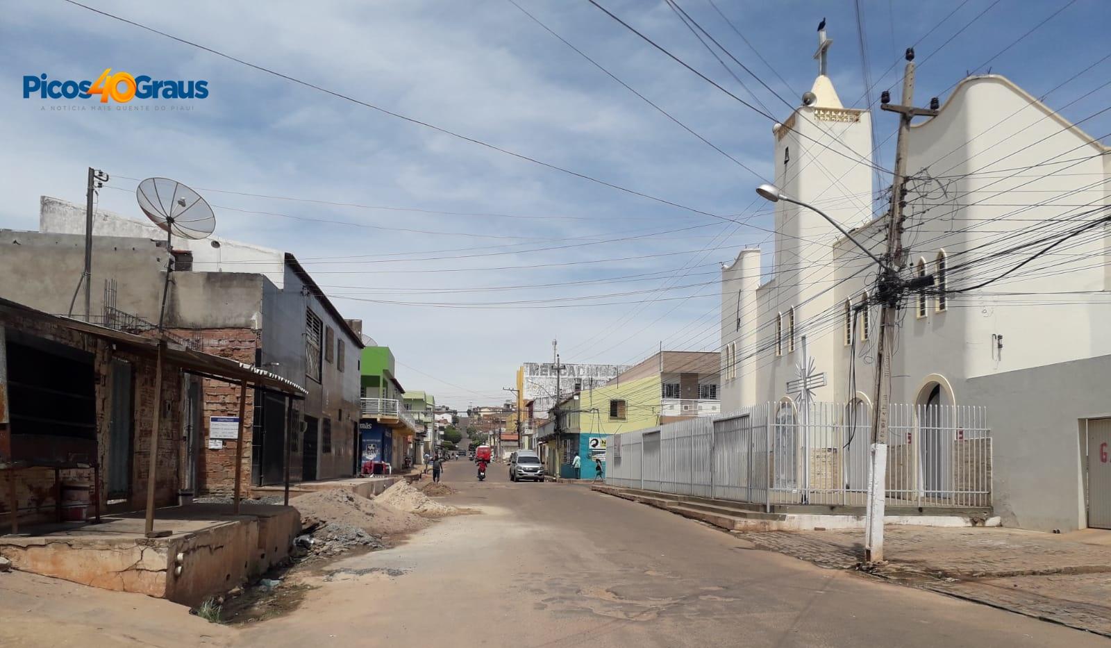 Moradores denunciam furto de cabos de energia elétrica em Picos (Foto: Picos 40 Graus)