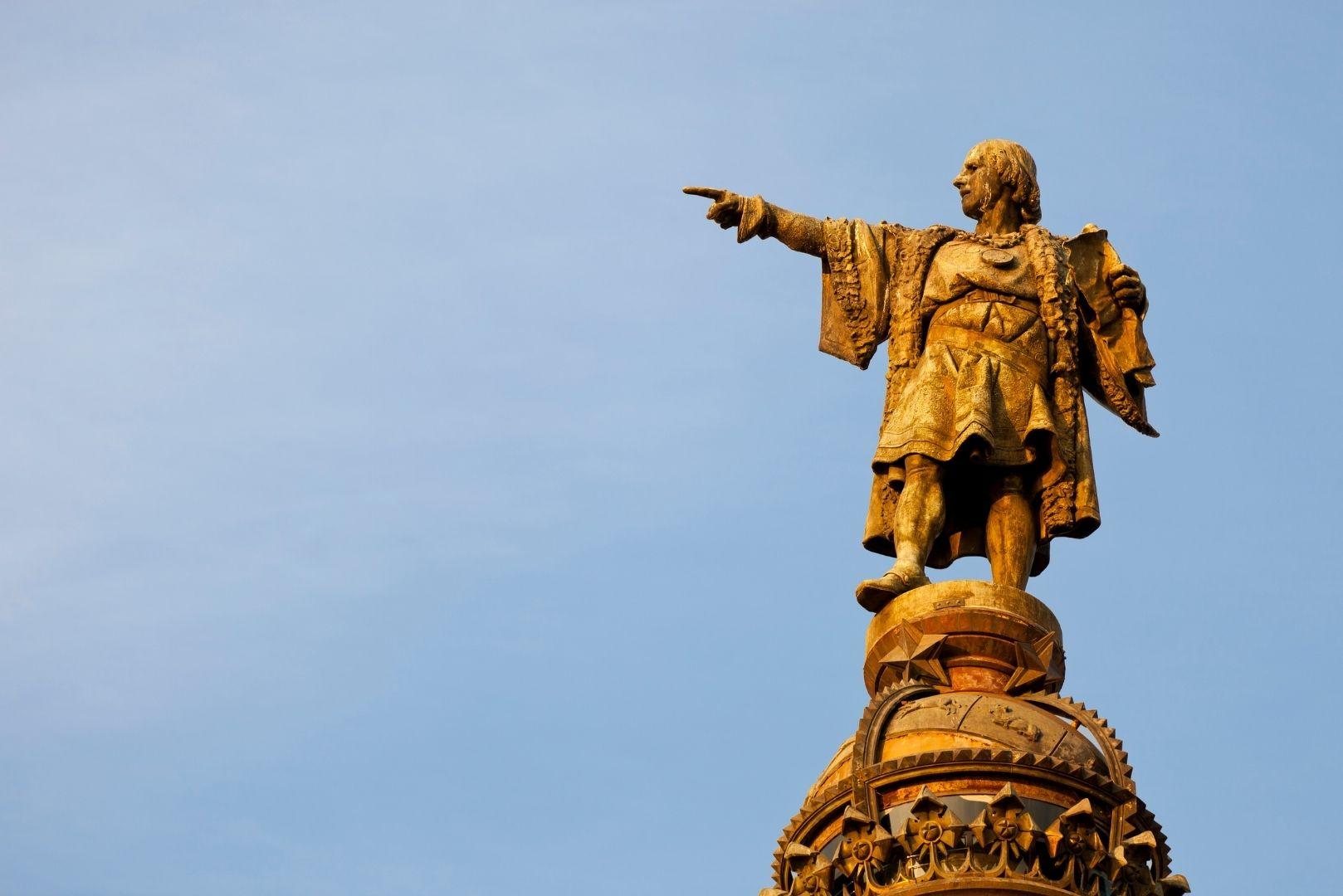 Estátua Cristóvão Colombo em Barcelona/Imagem: Canva