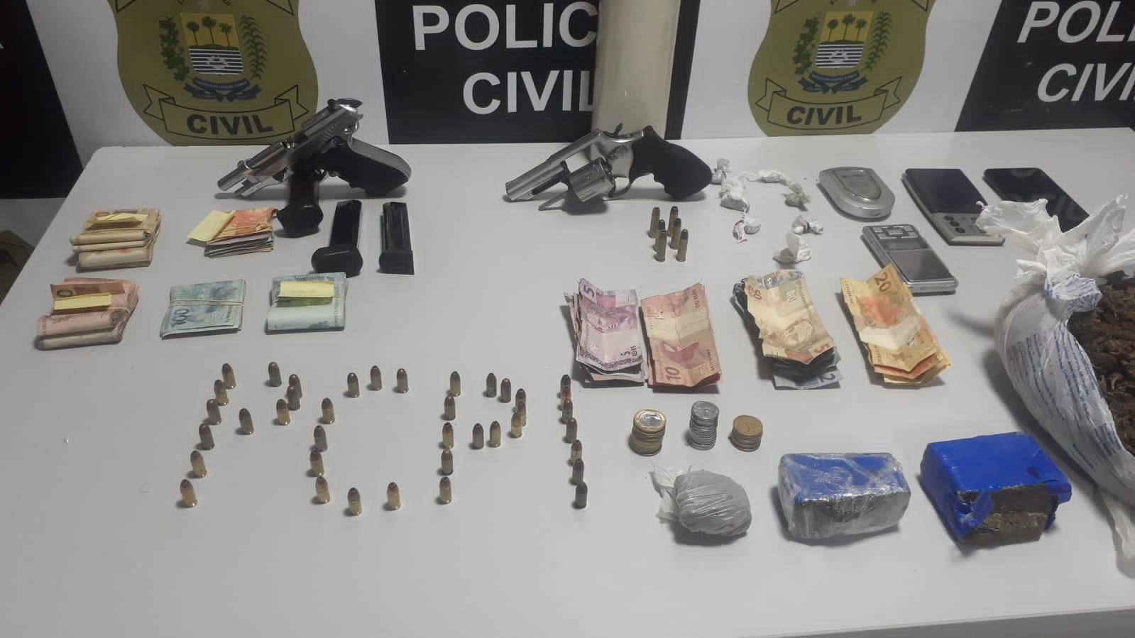 Droga, armas e dinheiro apreendido pela Polícia Civil - Foto: Reprodução