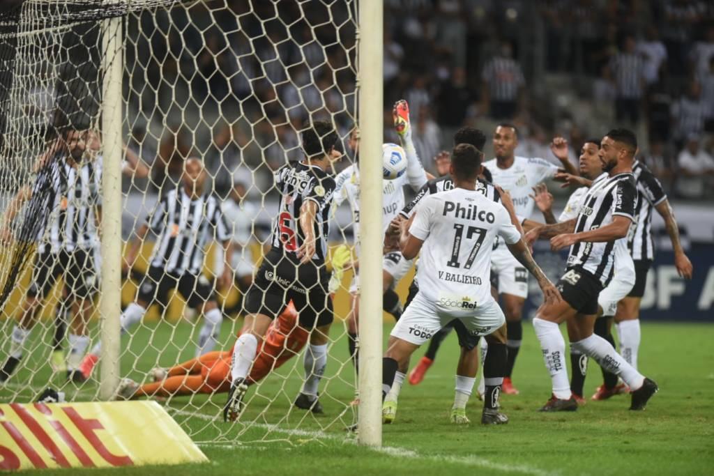 Santos sai na frente, mas toma virada do Atlético-MG pelo Brasileirão
