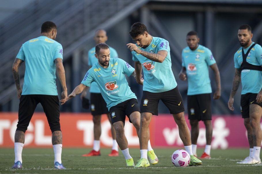 Treino da Seleção Brasileira de olho no jogo desta quinta-feira. (Foto: Lucas Figueiredo-CBF)