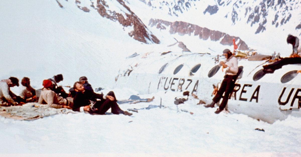 16 jovens sobreviveram ao desastre aéreo