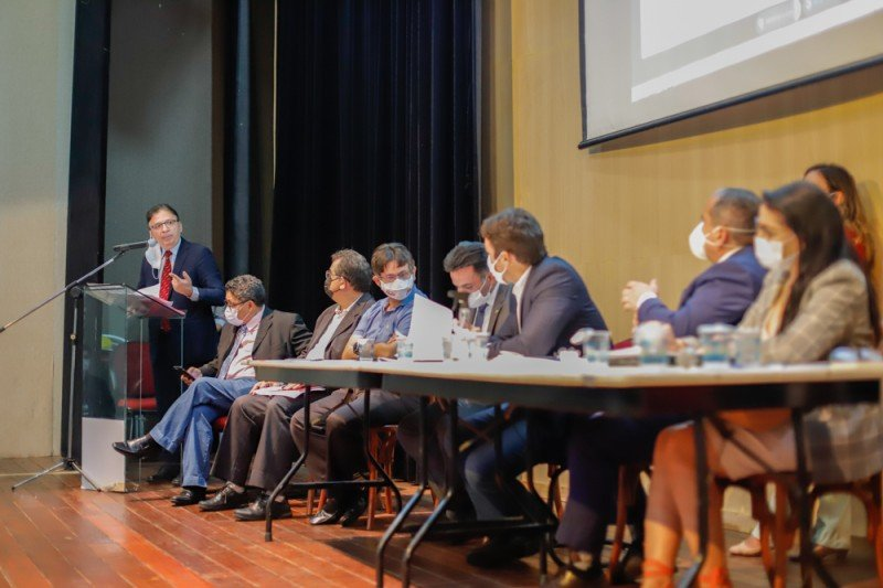 Superintendente explicou o conceito de substituição tributária para os presentes - Foto: Alepi