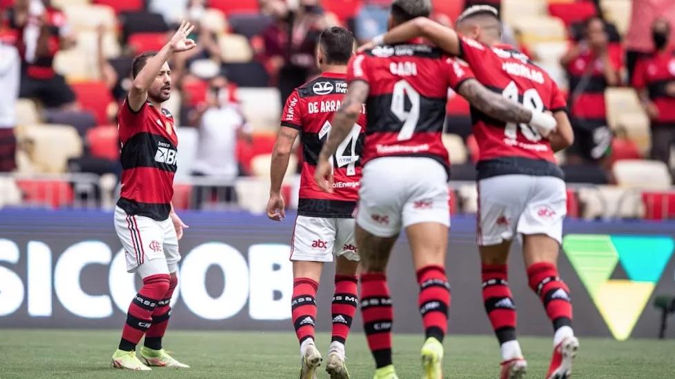 Equipe de Renato Gaúcho ultrapassa momentaneamente o Palmeiras na tabela - Foto: Thiago Ribeiro/AGIF