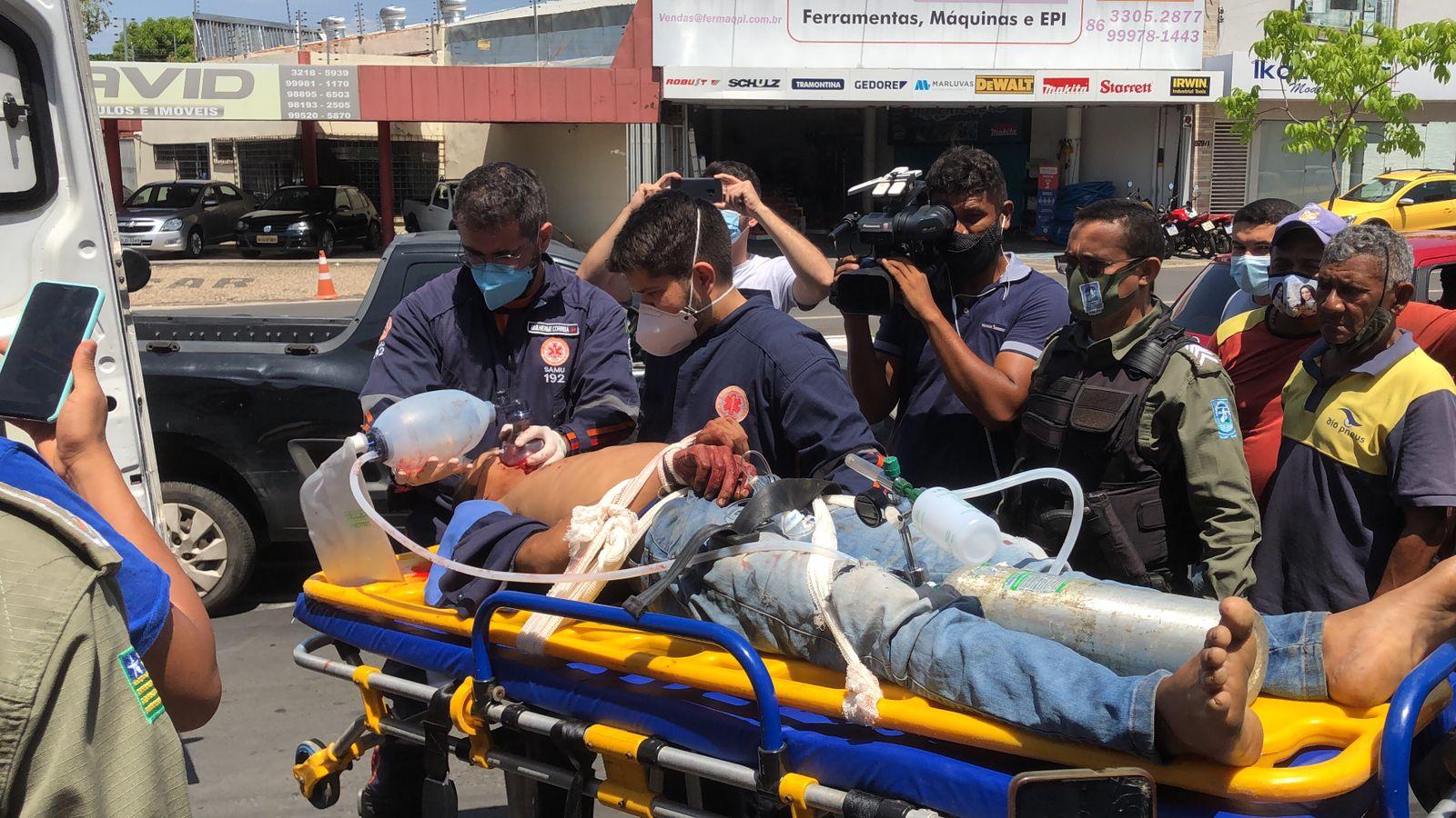 Bandido foi baleado durante tentativa de assalto na Avenida Miguel Rosa - Foto: Matheus Oliveira
