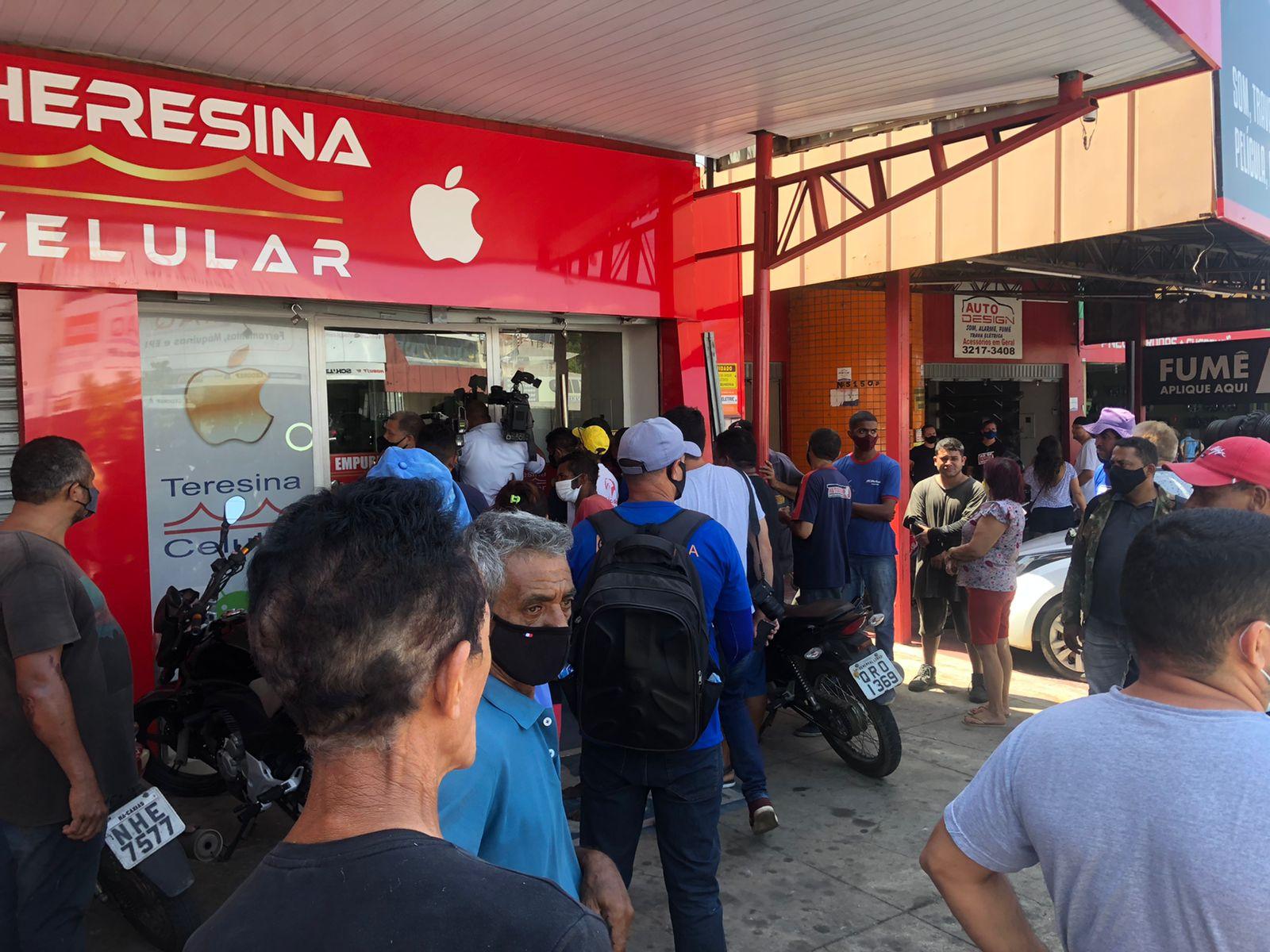 Quatro criminosos anunciaram o assalto no estabelecimento - Foto: Matheus Oliveira