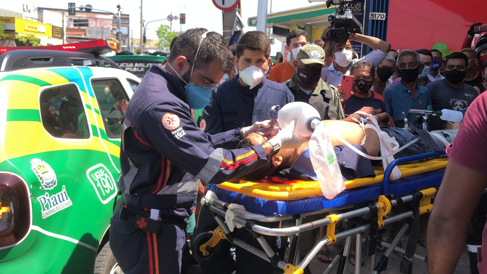 Criminoso foi encaminhado para atendimento médico no Hospital de Urgência de Teresina - Foto: Matheus Oliveira