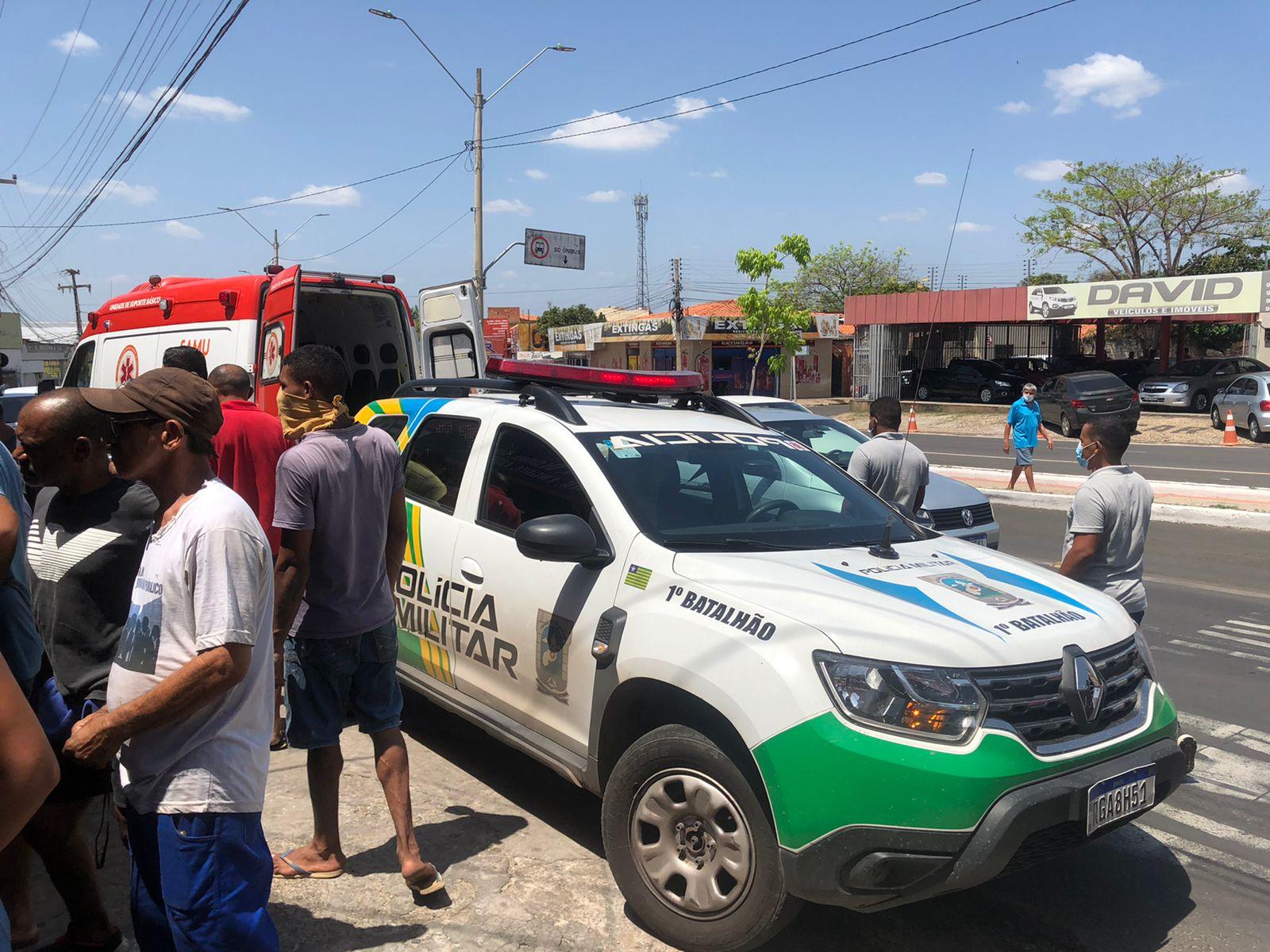 Policiais militares do 1º Batalhão se deslocaram até o local - Foto: Matheus Oliveira