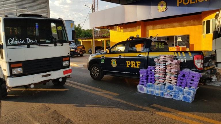 O Condutor e a droga foram encaminhados para a Polícia Civil de Floriano - Foto: Divulgação/PRF