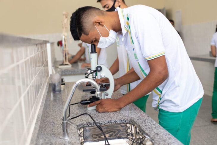 Quanto ao primeiro índice, 27% dos alunos do Ensino Médio no Piauí também estudavam algum curso da educação profissional - Foto: Ascom