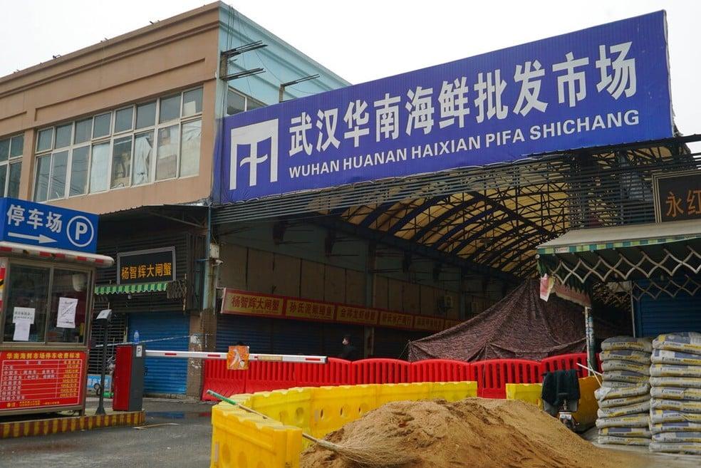 Mercado de Wuhan, o estabelecimento está fechado desde 21 de janeiro de 2020 — Foto: Dake Kang/Ap