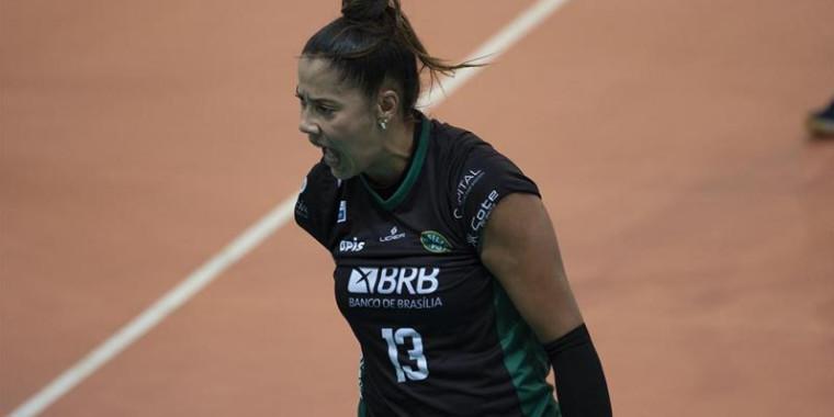 Ariane brilha e é a maior pontuadora da Superliga