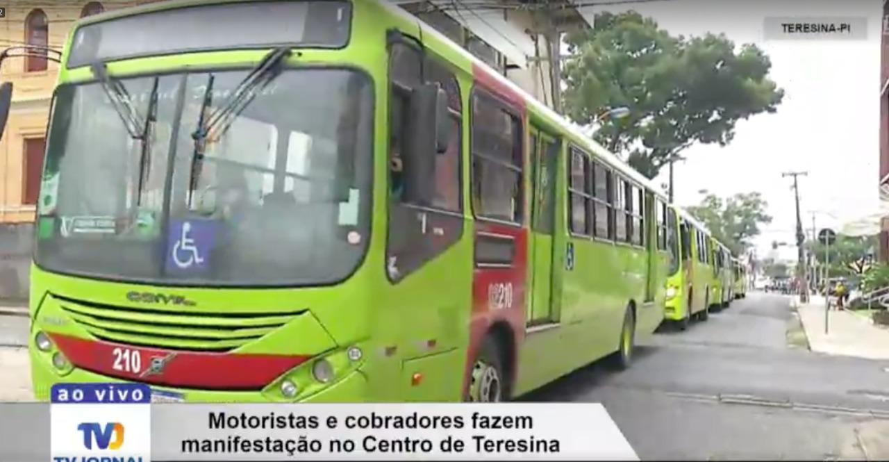 Manifestaçao segue por ruas do Centro de Teresina