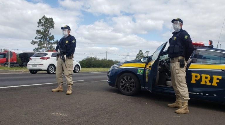 PRF-PI inicia Operação Carnaval e fiscaliza movimentação nas rodovias - Imagem 1