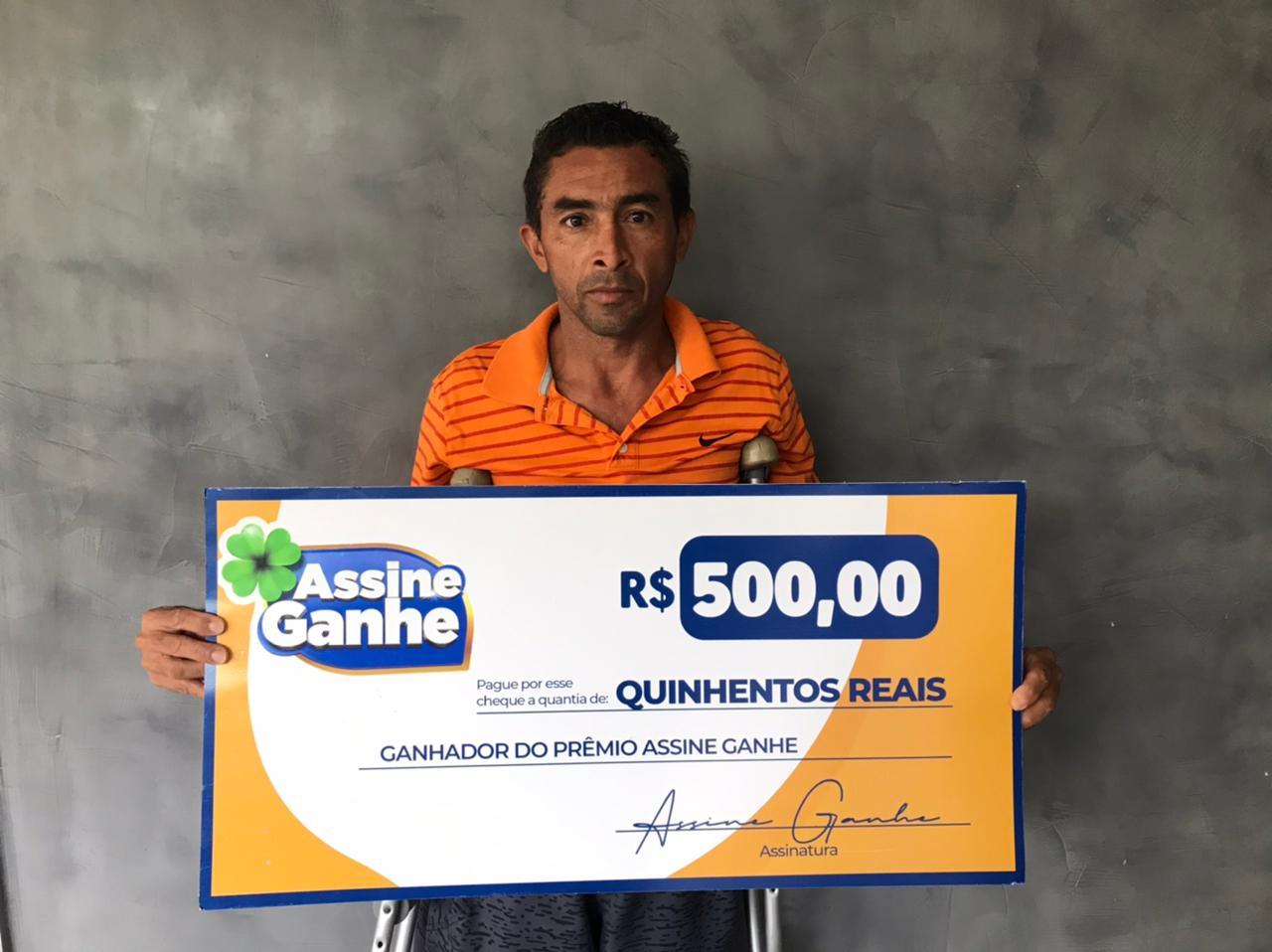 Francisco Ailson recebeu premio na sede do GMNC