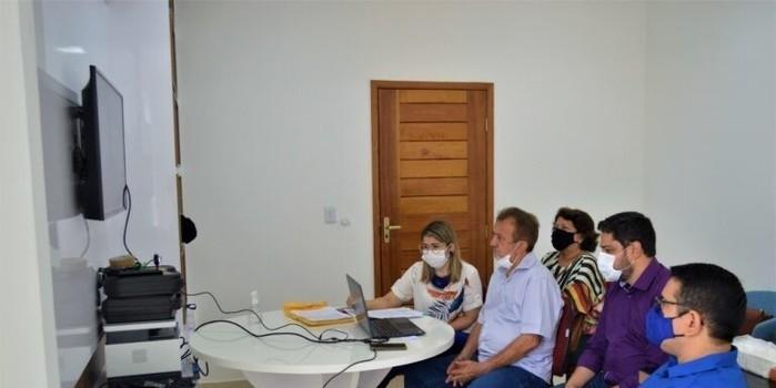 Prefeitura e CEF fazem Vídeo-conferência para planejar Construção de moradias em Cm