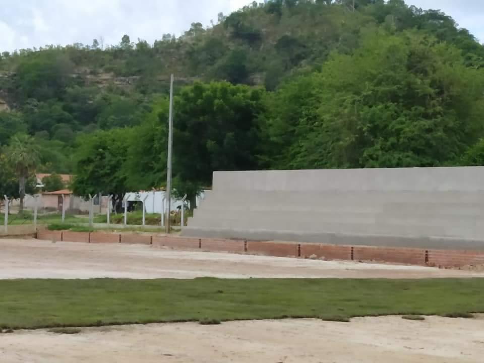 Prefeito de Monsenhor Gil, João Luiz, visita Estádio Cariocão para conferir a implantação do Gramado - Imagem 11