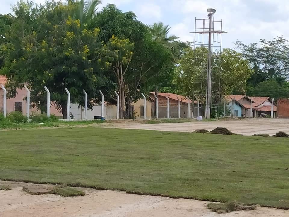 Prefeito de Monsenhor Gil, João Luiz, visita Estádio Cariocão para conferir a implantação do Gramado - Imagem 8