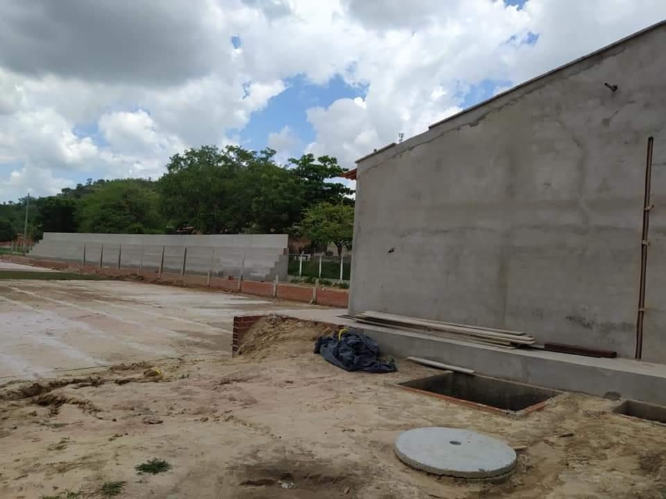 Prefeito de Monsenhor Gil, João Luiz, visita Estádio Cariocão para conferir a implantação do Gramado - Imagem 7