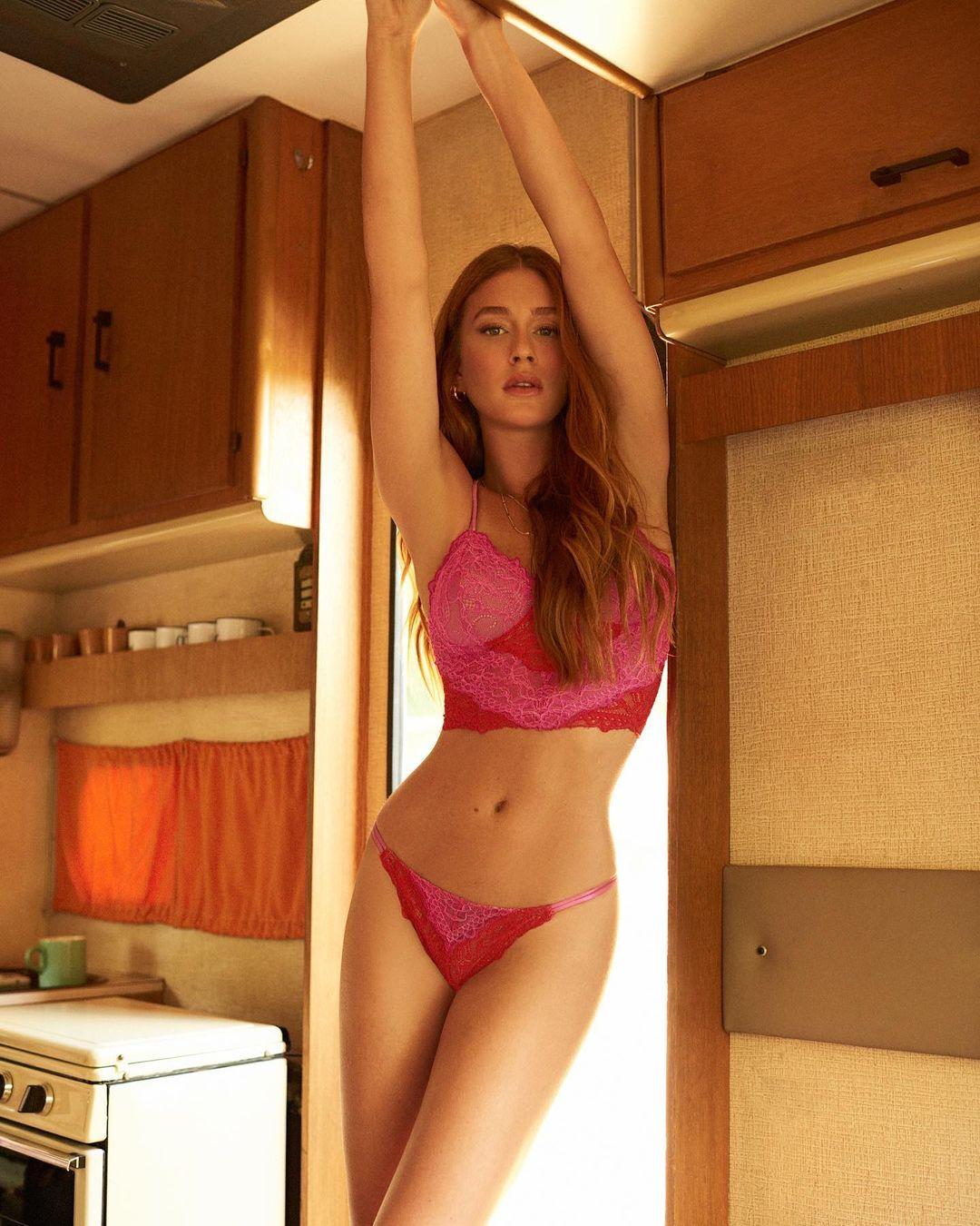 Marina Ruy Barbosa posa apenas de lingerie - Foto: Instagram