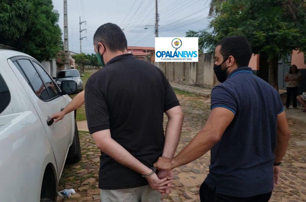 Momento da prisão do jornalista na cidade de Pedro II - Foto: Opala Nwes