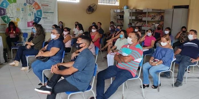 Volta as aulas em Monsenhor Gil é avaliada com a presença do prefeito João Luiz