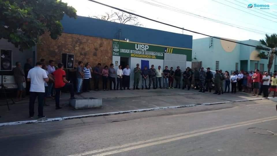 Prefeito João Luiz recebe viatura policial okm para Monsenhor Gil - Imagem 10