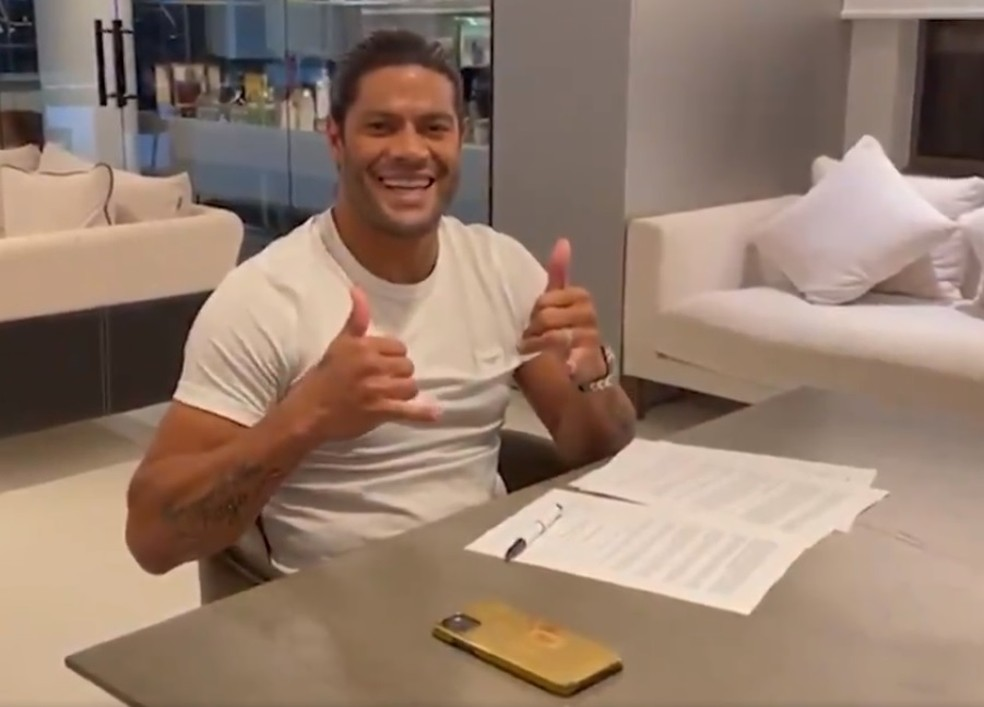 Hulk assina contrato com time mineiro- Foto: TV Galo