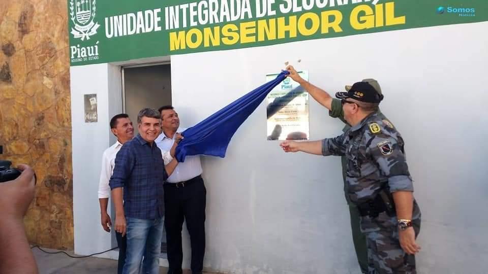 Prefeito João Luiz recebe viatura policial okm para Monsenhor Gil - Imagem 9