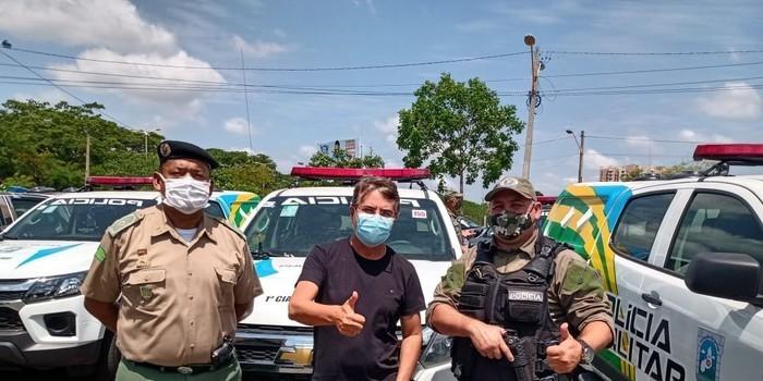 Prefeito João Luiz recebe viatura policial okm para Monsenhor Gil