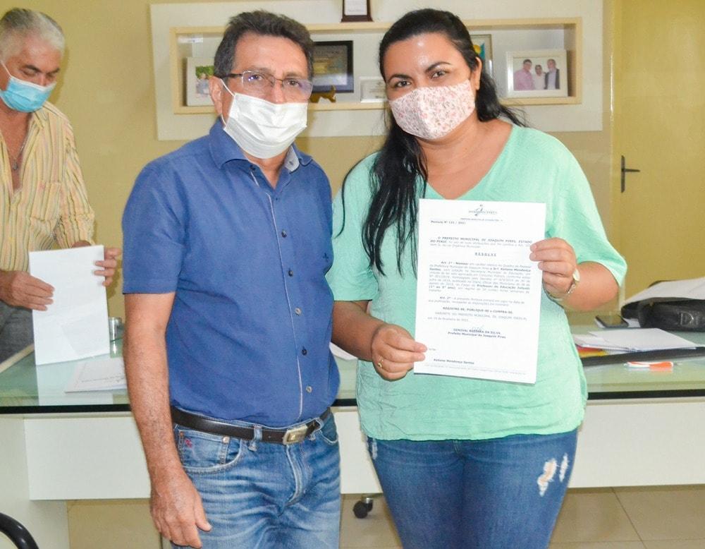 Prefeito Genival Bezerra empossa sete novos professores para Rede Municipal de Ensino - Imagem 8