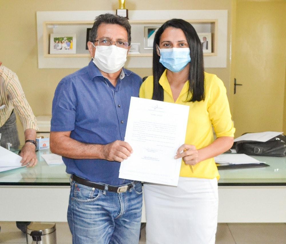 Prefeito Genival Bezerra empossa sete novos professores para Rede Municipal de Ensino - Imagem 2
