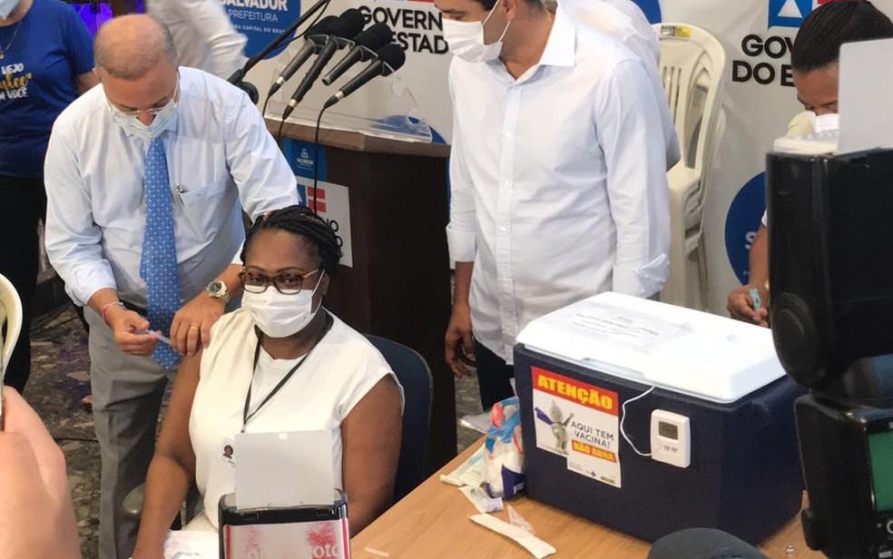 Primeira vacinada na Bahia pega Covid-19 antes de tomar segunda dose Foto: G1