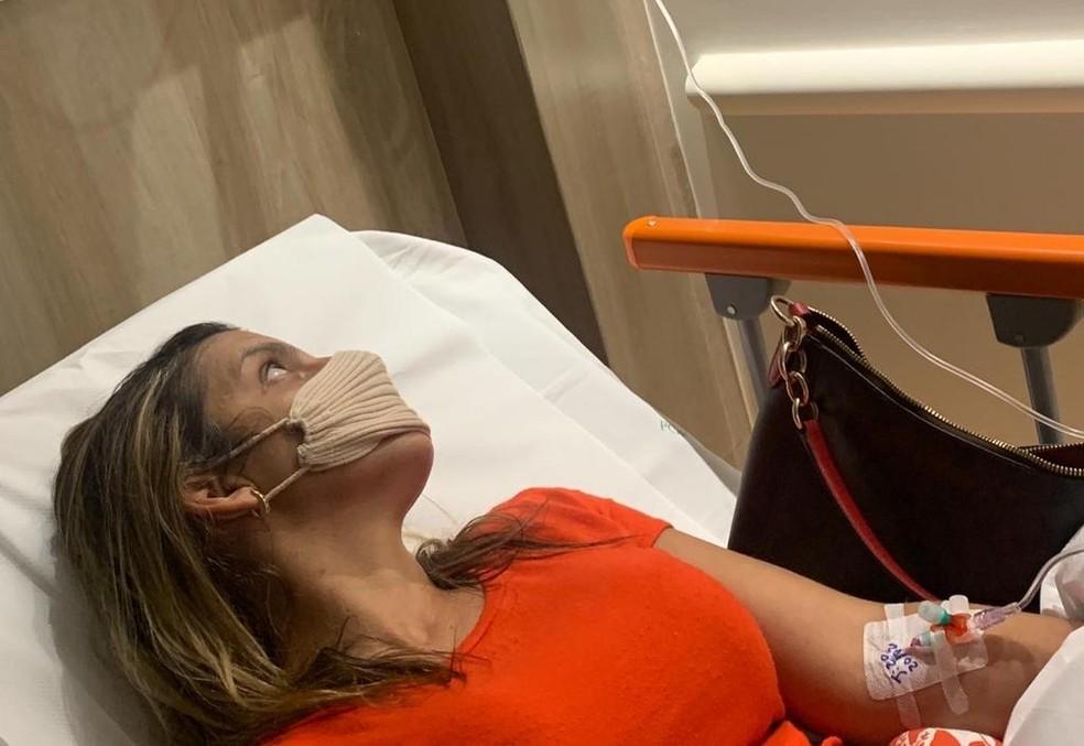 Flávia Andrade, de 36 anos, está internada em um quarto de hospital